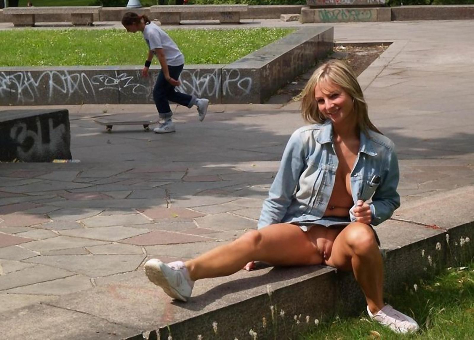 Эротика в городских парках 7 фотография