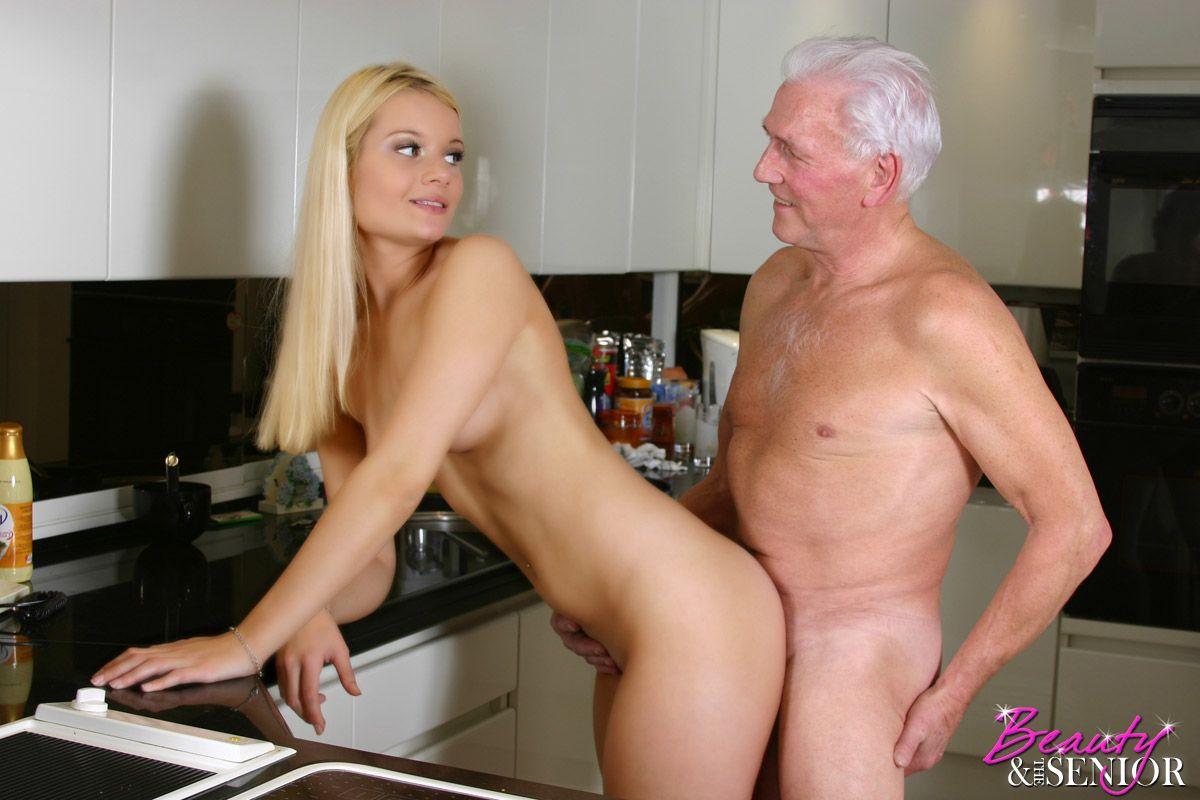Секс хозяин с домработницей 17 фотография
