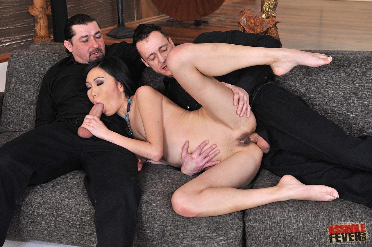 Трахнули русскую невесту вдвоём 4 фотография