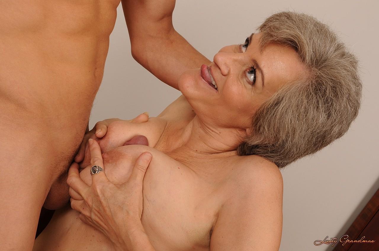 Трахет взрослую женщину 4 фотография