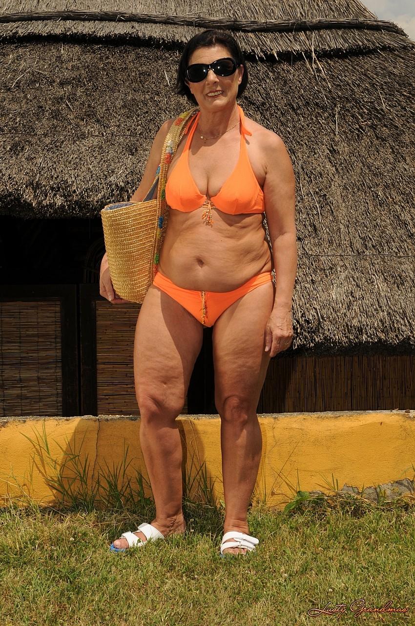 Толстые бабы в купальниках порно 18 фотография