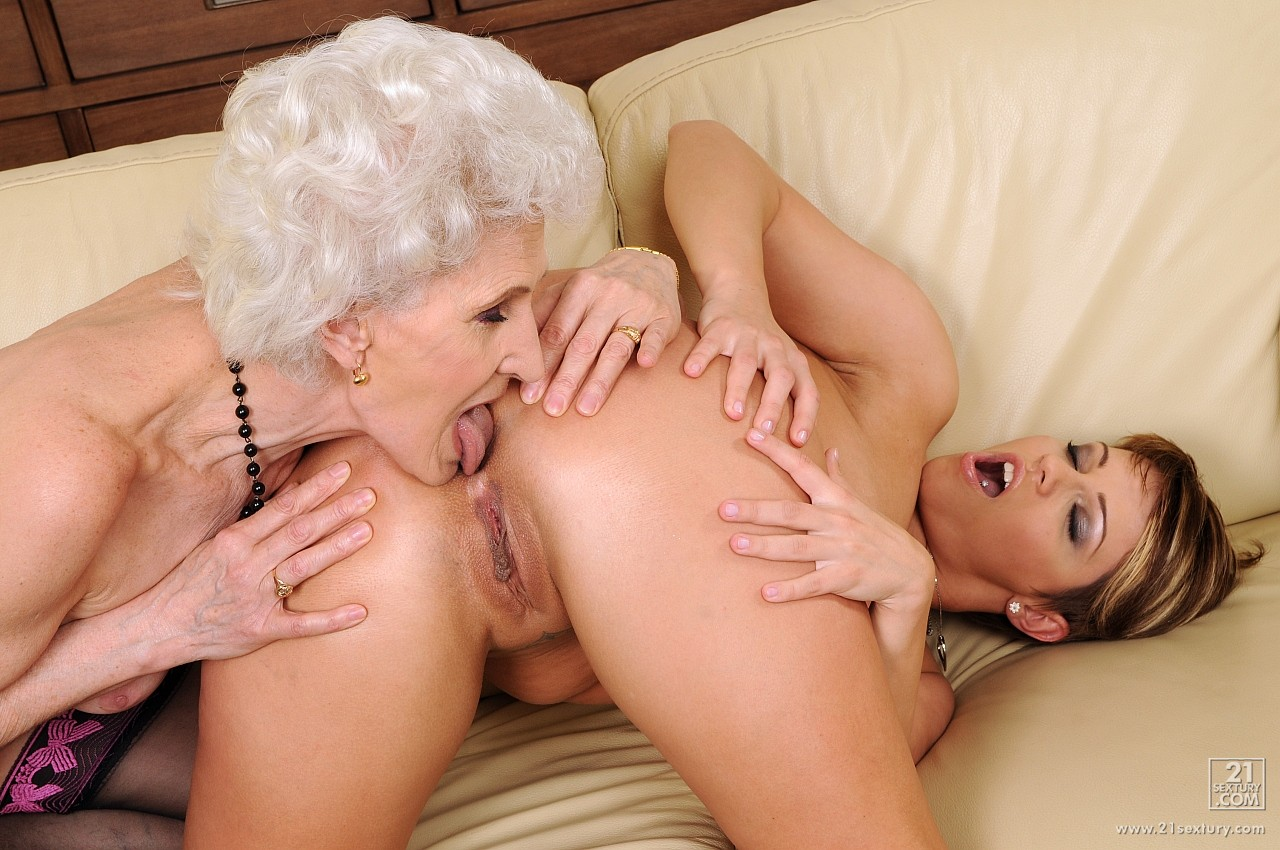 Бабушка лезбиянка порно