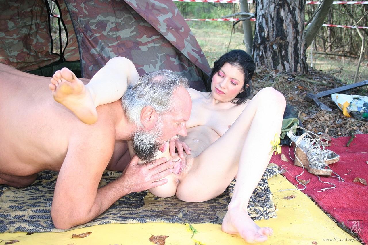 Секс старика с молодой телочкой 2 фотография