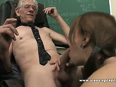 Young Slut Fucks Old Teacher To Pass The Class – Videos XXX Incesto