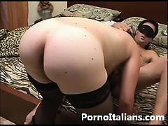 amatoriale-italiano-moglie-culona-succhia-cazzone-al