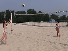 beautiful-fresh-faced-teen-plays-at-the-beach-nude