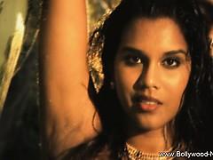 brunette-dancer-from-indian-province