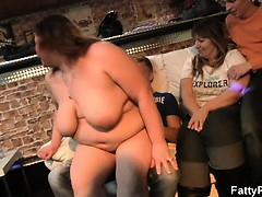 hot-fat-chick-strips-and-gives-head