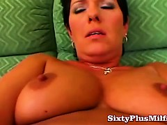 mature-lady-toying-her-old-wet-cunt