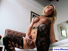amateur-tranny-tgirl-wanking-her-cock