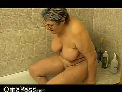 granny-masturbate-herself-with-a-toy-in-bath-omapass
