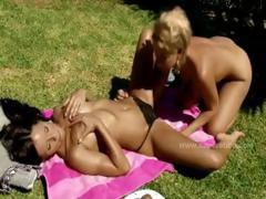 beautifull-tender-babes-undressed-under-the-sun-making-love