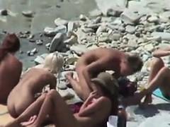amateur-beach-couples