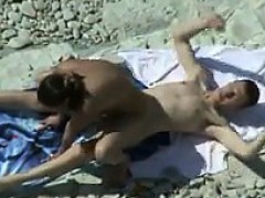 watching-horny-people-at-the-beach
