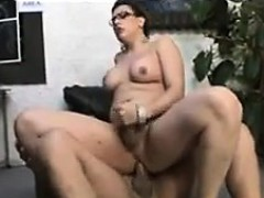 curvy-shemale-loves-cock