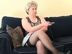 chubby-mature-woman-wearing-stockings