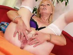 blond-haired-amateur-lady-first-time-flick