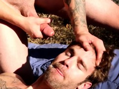 outdoor-jock-gets-facial