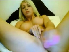cute-blond-masturbates-pussy-with-toys-livewebcam