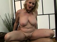 hot-slut-ball-sucking
