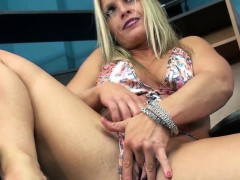 mature-blonde-skylar-rae-is-playing-with-her-sweet-twat