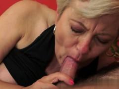 moglie-esibizionista-stripping