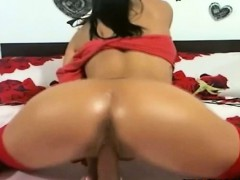 pierced-pussy-gets-fingered