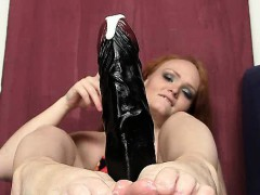 redhead-female-samantha-juicy-foot-and-legs-show
