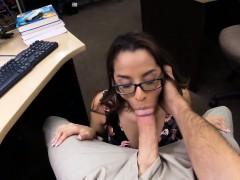 Amateur Girl Gives Blowjob For Cash