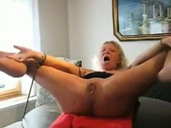 bound-wife-getting-fisted-and-squirting