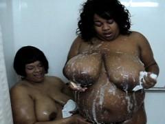 2-bbw-lesbians-in-shower