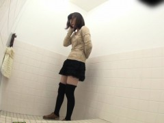 japanese-sluts-pissin