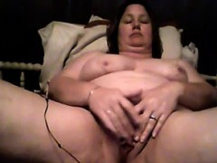 mature-bbw-plays-with-her-loose-pussy