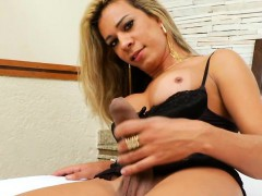 Glamour Shemale Pumped Her Cock To Make It Big And Hard