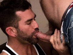 muscle-dilf-assfucked-before-cumshot