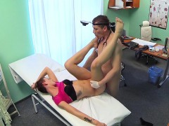 Doctor Bangs Short Haired Babe In A Fake Hospital