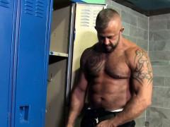 mature-muscles-assfucking-in-lockerroom