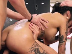 Horny Bonnie Loves To Squirt And Fuck With Three Big Cocks