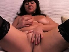 curvy-webcam-girl-fingers-her-pussy