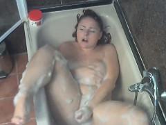 big-chick-masturbates-in-the-shower