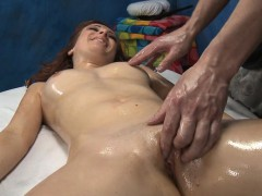 very-sexy-acquires-drilled-hard-by-her-massage-therapist