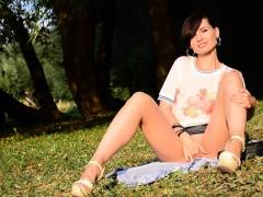 jeny smith bottomless at public park WWW.ONSEXO.COM