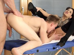 Babe Gets Bisex Oral Sex