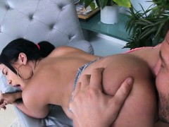 gorgeous-babe-cassidy-banks-gets-her-holes-licked