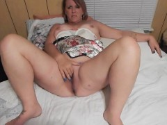 hefty-mature-wife-masturbating-for-her-lover