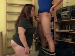 big-booty-plumper-seduces-fitness-trainer