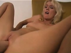 hot-blonde-milf-close-up-fisted