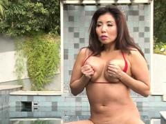 asian-babe-in-hot-bikini