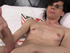 femboy-amateur-jerks-cock-while-showing-body