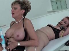 Unfaithful british mature lady sonia displays her big tittie